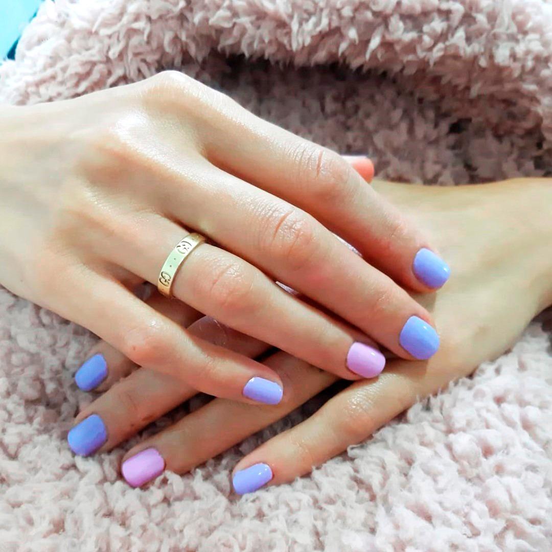 Mini french: la nueva tendencia en uñas que está
